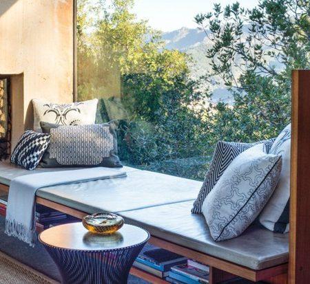 Ghế nghỉ bên cửa sổ - ý tưởng tuyệt vời để có góc thư giãn đẹp ngay trong nhà