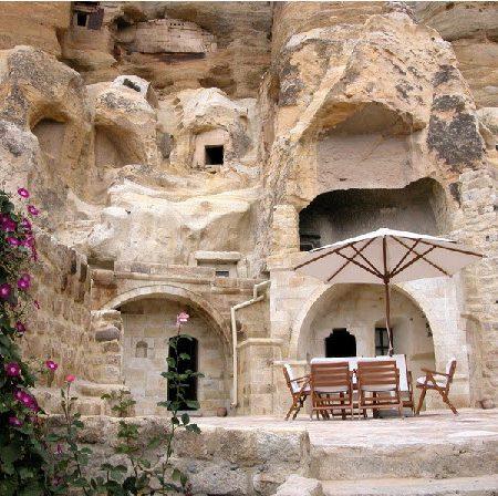 """Khách sạn """"chìm"""" trong đá: Đẹp đến ngỡ ngàng"""